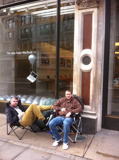 Queue for iPhone 4S at Apple Shop in London, UK
